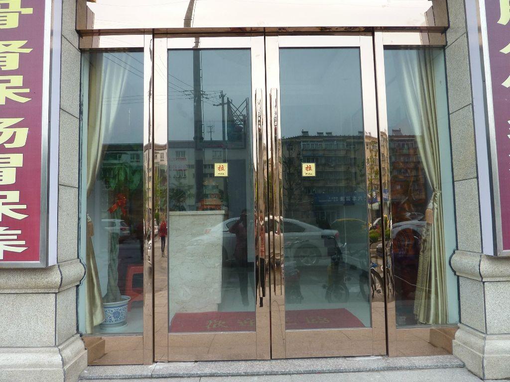 天津红桥区专业定制安装钢化玻璃门