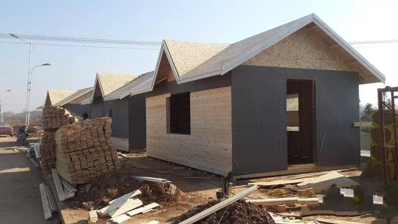 木结构建筑坡屋面上的