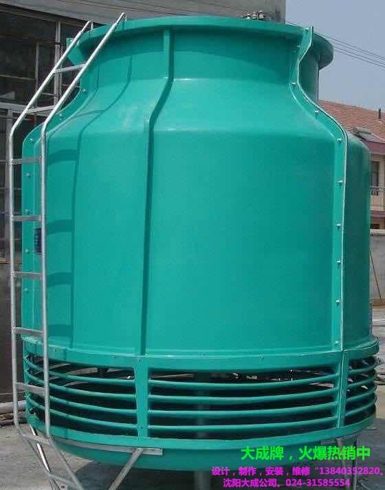 方形横流式冷却塔有三大系列、九种型号、九十个产品. 结构特点 (1)填料:采用四院专利产品--斜梯形波填料片,横向增加了凸筋,水的再分配能力大,阻力小,热力性能好,耐高温70,耐低温-50,阻燃性好。 (2)电机:清华大学电机系设计,由营孟津电机厂制造的四院专利产品一变扭矩变极低噪声节能电机,密封防水性能好,耐高温、效率高、噪声小。 (3)减速装置:功率11/5.