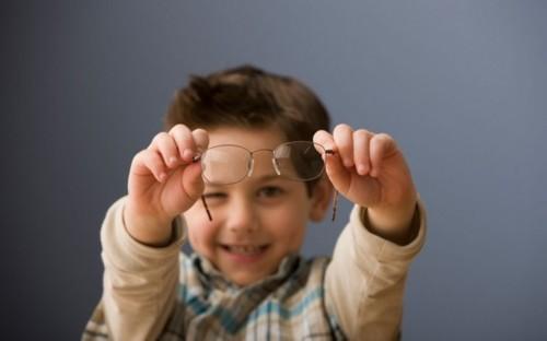 孩子配眼镜注意事项