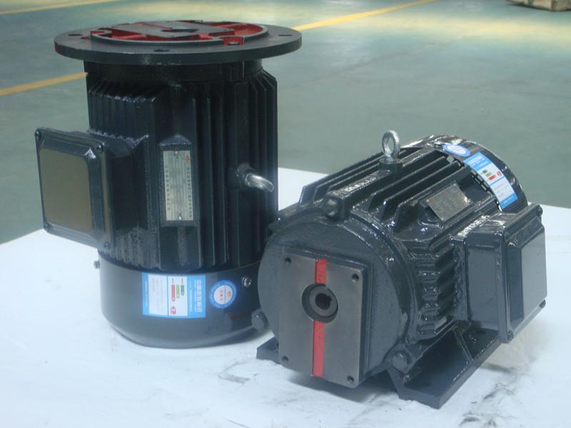 液压专用三相异步电动机配CB-N齿轮泵 CB-N齿轮泵柱塞泵配套三相异步电动机 可做立式(B5)、卧式(B3)、立卧两用(B35) Y2JD 液 压 专 用 电 机 液压专用电机是Y2电机的派生系列电机,用于与液压系统配套,同时可于柱塞泵、叶片泵齿轮泵等各类油泵配套,组成油泵电机组。与传统的油泵电机相比,具有以下优点: 1、 采用Y2电机外形设计,可制造顶出线或边出线,外形美观、大方.