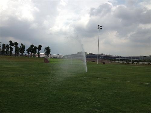 足球场草坪自动灌溉|足球场自动灌溉|首选宝润喷泉