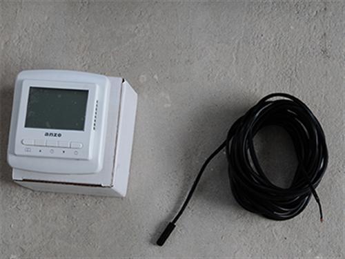 当探测温度低于设定温度,温控器自动接通电源,发热体通电加热;相反,当