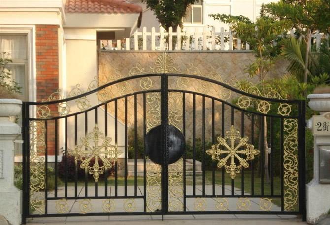 鐵藝大門無論在外觀上還是堅固程度上