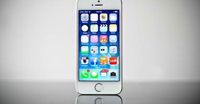 苹果手机屏幕白色亮点OD通讯介绍:手机屏幕的坏点其实还是很常见的,只是有时出现了坏点,对细节不太注意的朋友不容易留意到罢了,因为手机上的坏点一般都比较小,一般也不会扩大,这点大家可以放心,而值得一提的是,大部分手机屏幕的坏点,我们都可以手动进行修复。      苹果手机屏幕白色亮点      首先我们还是先来分析下坏点产生的原因吧,一般坏点的产生可以归结为屏幕液晶面板生产缺陷的问题,液晶屏幕是由很多点组成的,每个点由RGB三原色像素不断变化形成颜色以及图像。      不过当像素点出现问题时,颜色无法