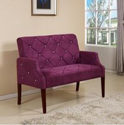 实木宽边扶手,舒适的布艺沙发给您不一样的办公环境