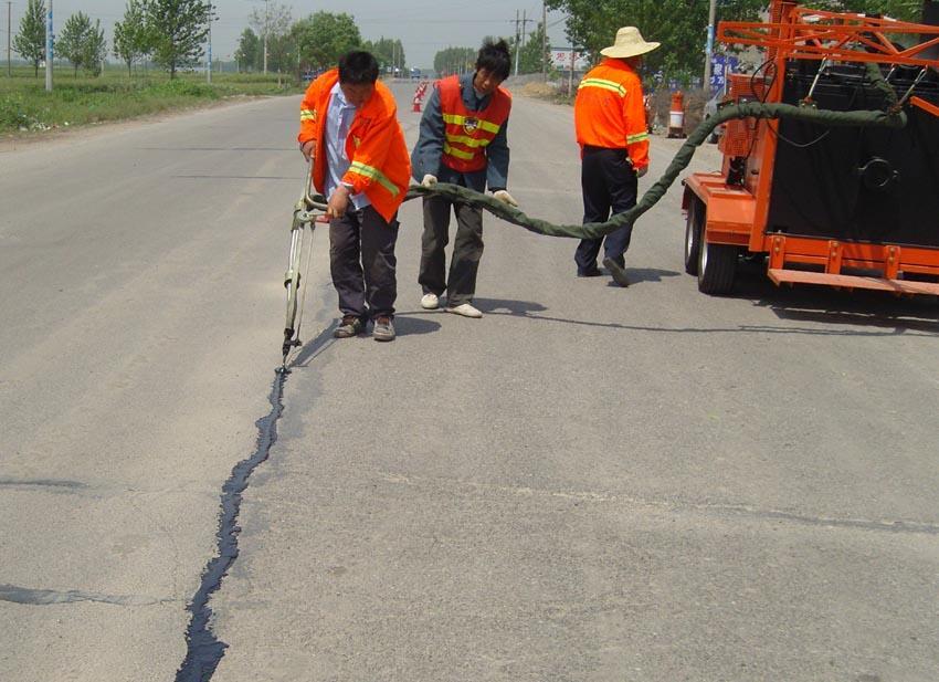 烟台莱州路面灌缝胶修补路面裂缝