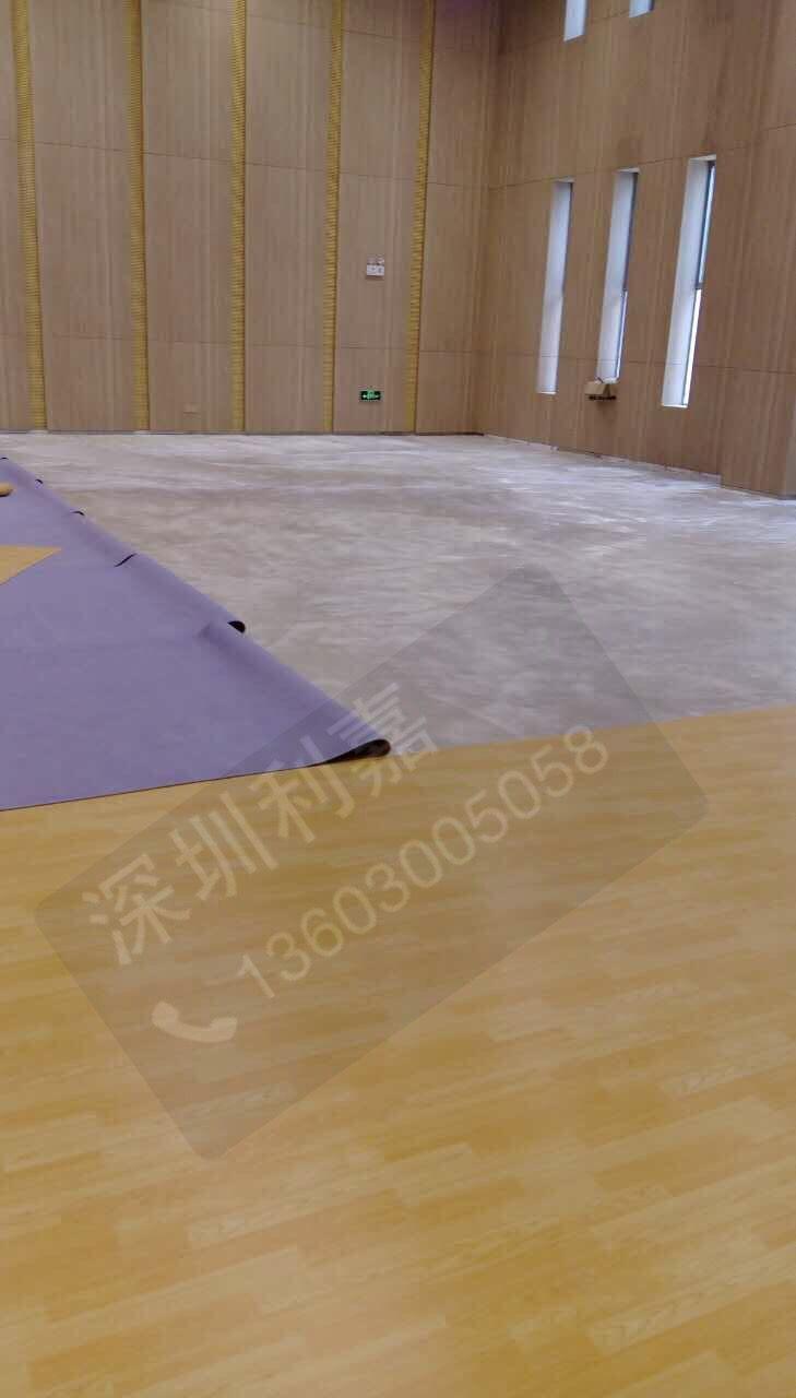 深圳利嘉篮球场专用pvc运动地板批发安全可靠