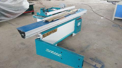 厂家改进了塑料板材下料机 专利产品