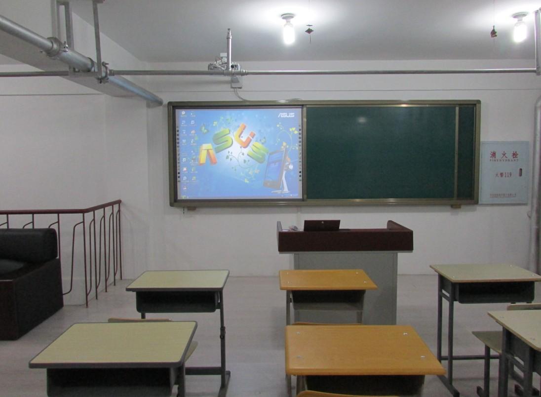 供应大庆中信黑板学生桌椅  教学设备