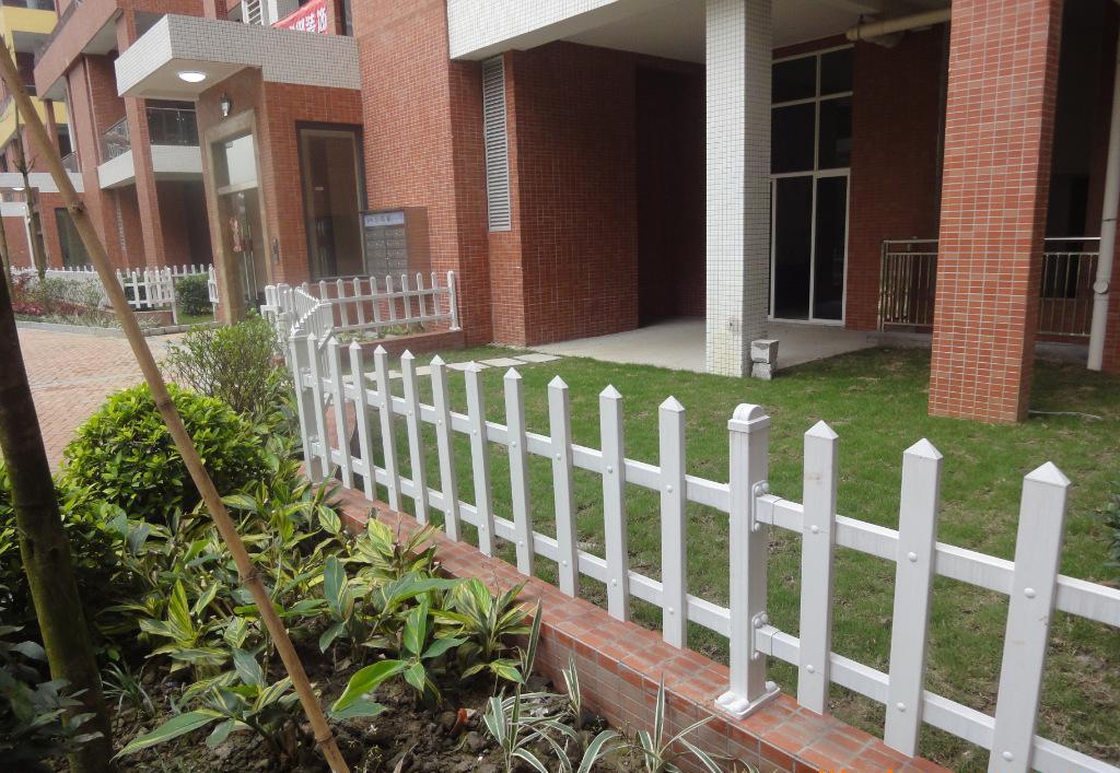 批发PVC栏杆 公路护栏 草坪栏杆 道路绿化带栏杆 PVC临时围栏