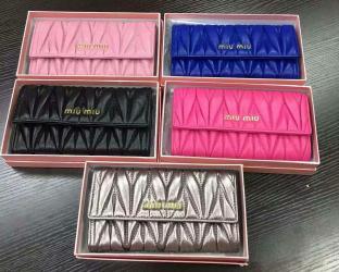 MIUMIU斜挎包原版厂家批发MIUMIU斜挎包拿货多少钱