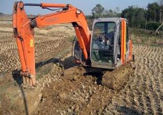 供青海玉树水泥罐车租赁和格尔木挖掘机租赁