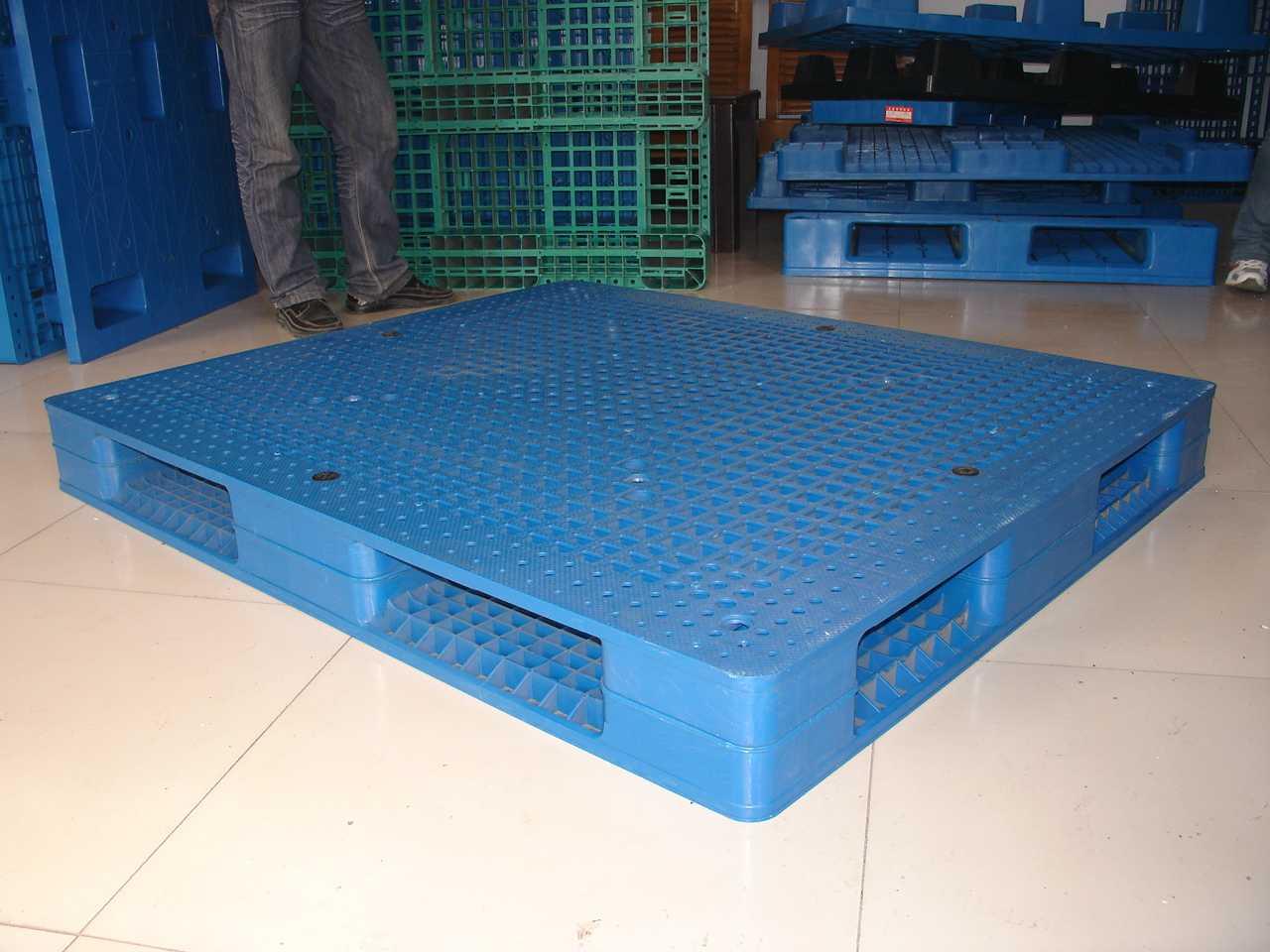 呼和浩特专业生产国内外化工优质强力塑料托盘;厂家直销。