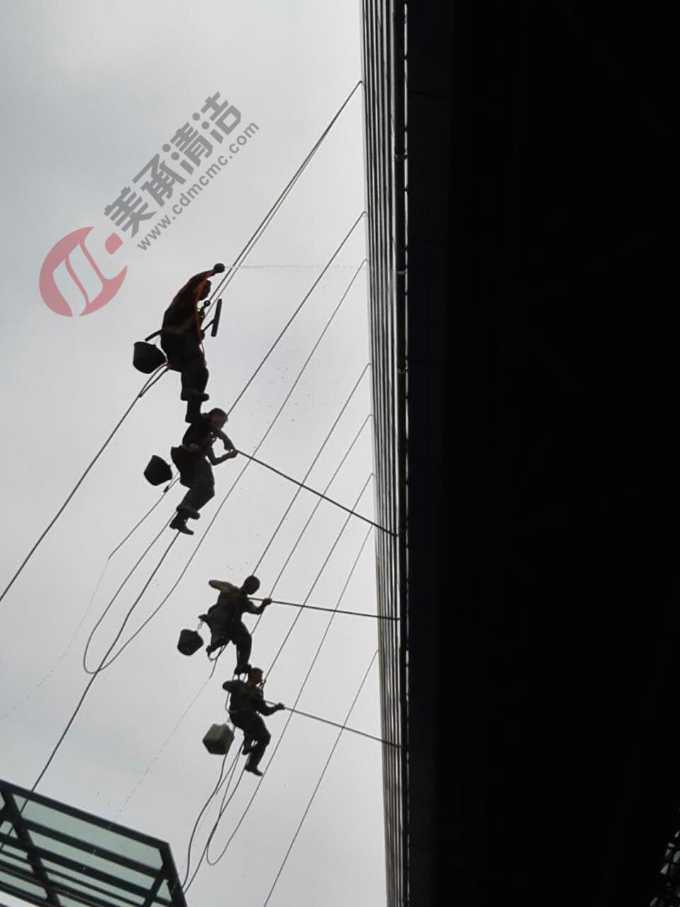 蜘蛛人外墙清洗公司,成都高楼外墙清洗,成都高空清洗公司