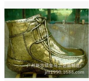 【金马】厂家直销仿真黄金鞋子圆雕 玻璃钢抽象雕塑 大型新款创意