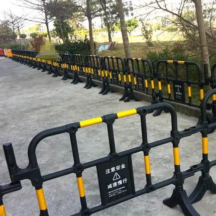 一个黑黄塑料护栏价格供应服务周到