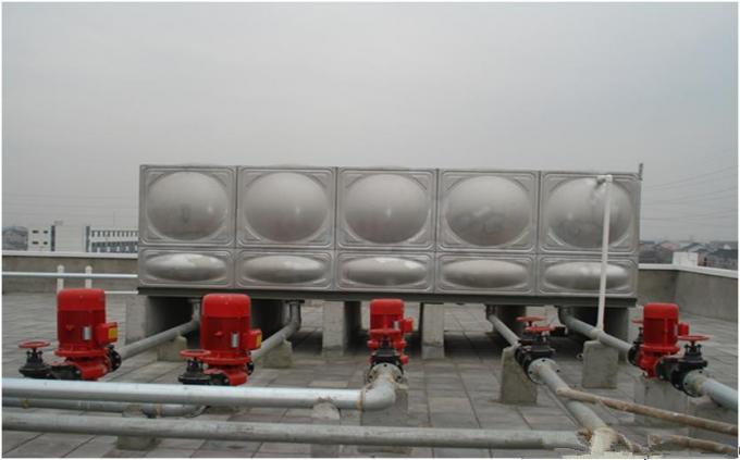 河北兴隆景区安装3台100吨不锈钢保温水箱