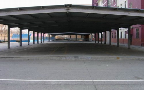 轻型钢结构的围护系统主要包括墙面系统,屋面系统,采光带,包边及泛水