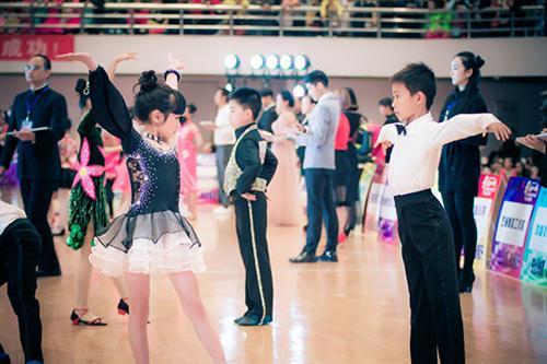 巫山拉丁舞培训学校、冯军拉丁舞、少儿拉丁舞培训学校