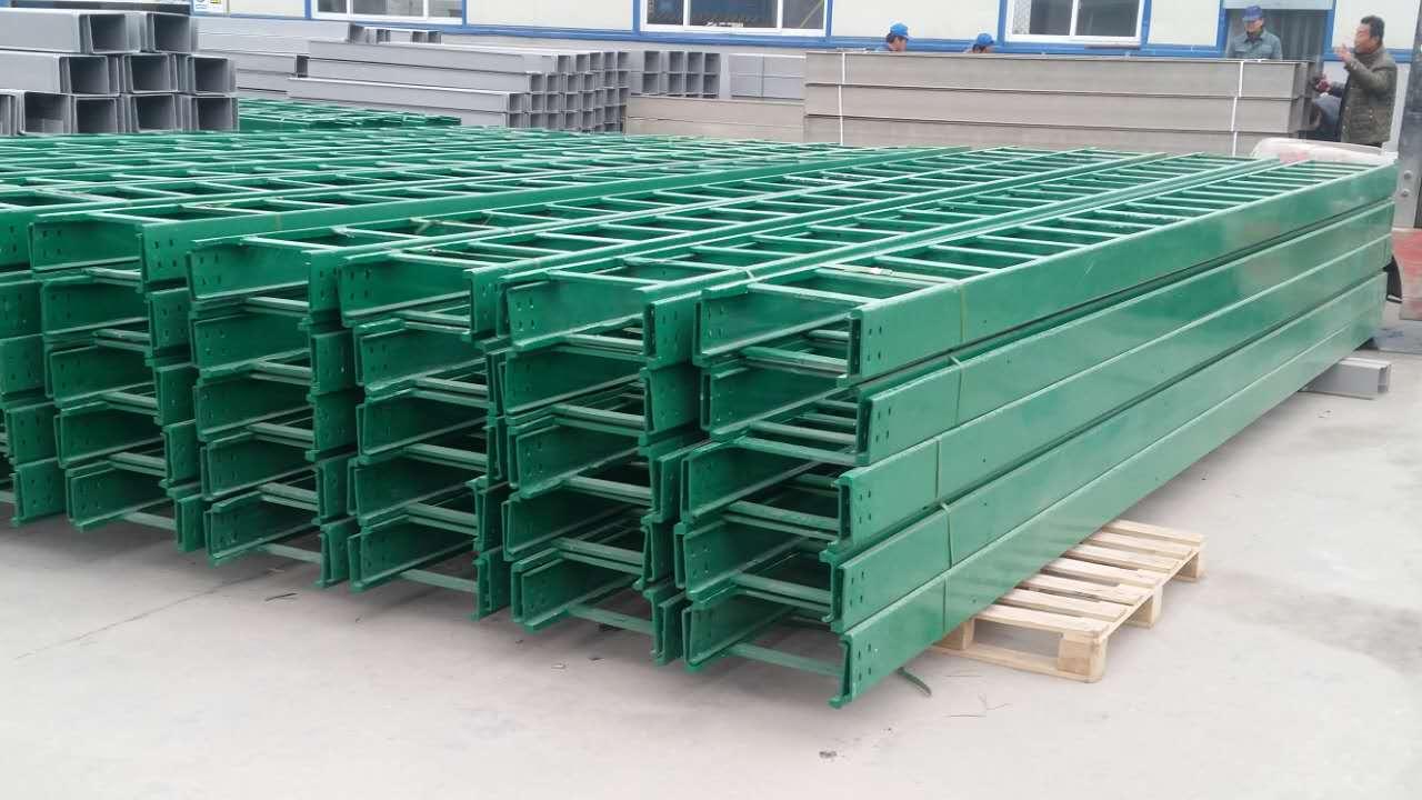 华瑞梯式玻璃钢桥架价格 专业生产玻璃钢桥架厂家