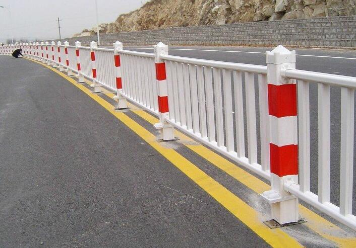 道路护栏规格一米多少钱,厂家直销