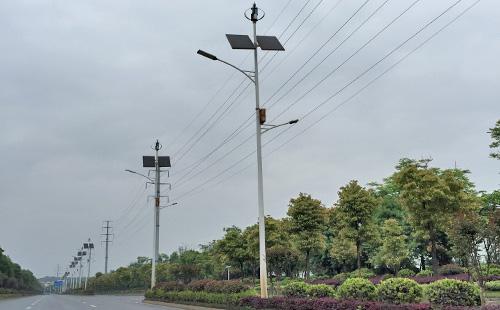 道路靓丽的风景线,首选太阳能风光互补路灯