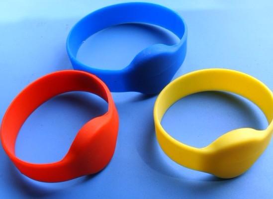 健身房智能硅胶手腕带_运动智能手环_IC芯片手环