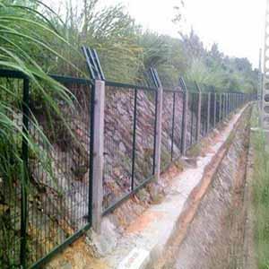 供青海格尔木护栏网和玉树防护网销售