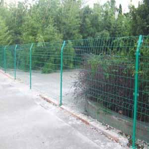 供甘肃嘉峪关护栏网和酒泉铁路护栏网哪里有