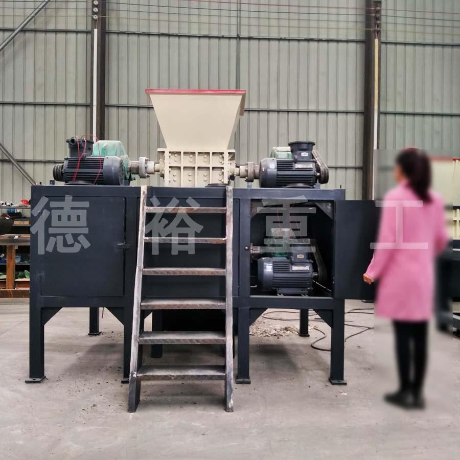 天门全自动木材撕碎机产品质量可靠,新亿能撕碎机价格美丽