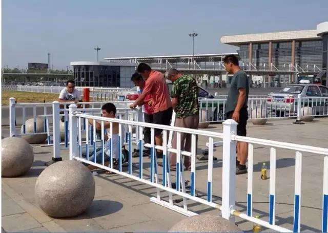 机非隔离栏锌钢质护栏隔离栏道路护栏隔离栏京式护栏交通