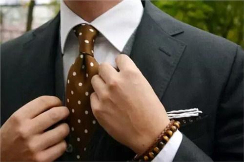 西服搭配 西服领带搭配 男士西服可以不打领带吗 遵律供
