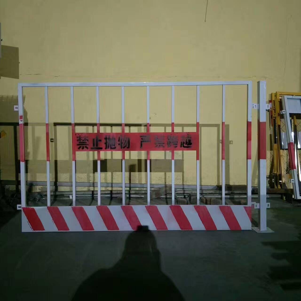 工地临边基坑护栏网、热销基坑临边围栏网、红白竖杆基坑防护栏