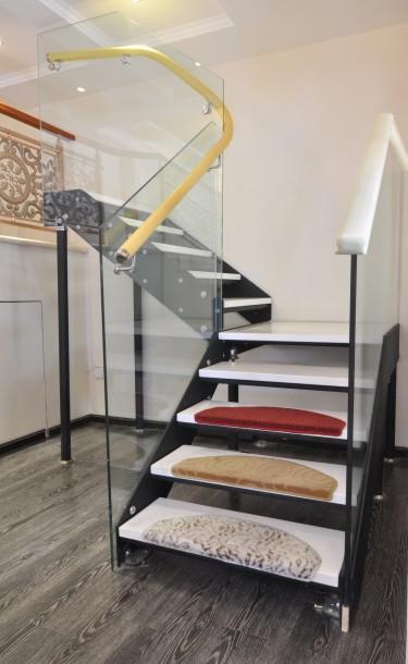 成都柏藤楼梯专注十三年不锈钢楼梯,质量保证!