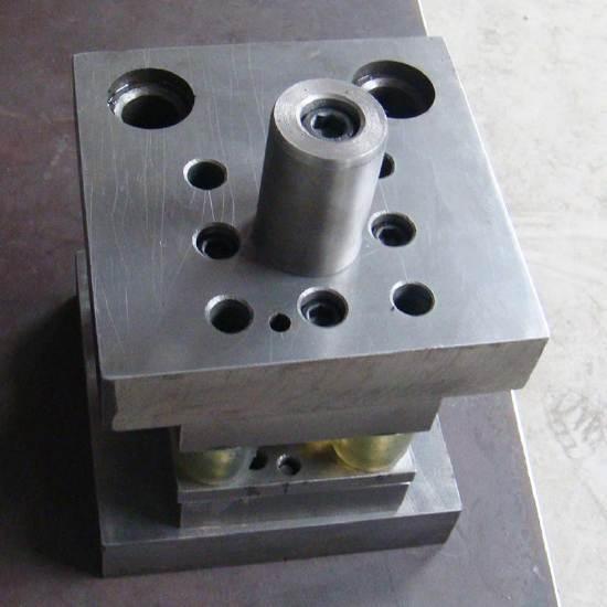 提供高精密高难度冲压连续拉伸模具加工厂,