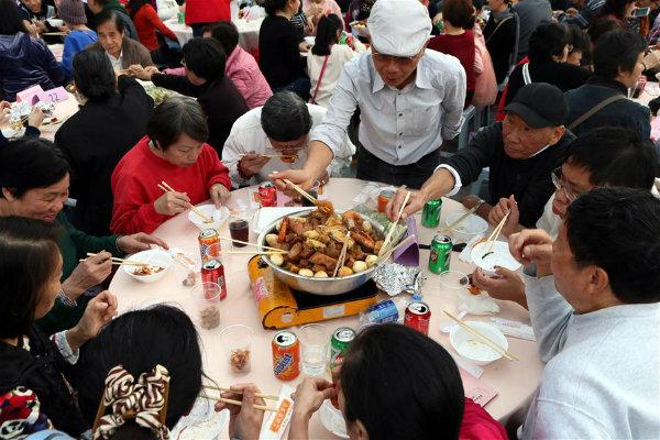 企业年会年夜饭宴会餐推荐东莞周边宴会外卖粤式大盆菜