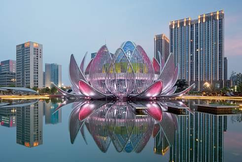 广东雕塑 广场公园景观睡莲荷花玻璃钢镂空灯饰雕塑