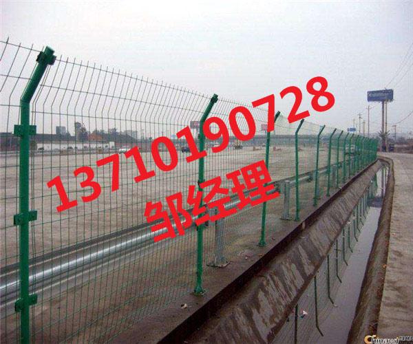 孝感框架护栏网批发 武汉双边丝围栏网 十堰绿化带铁丝网厂家