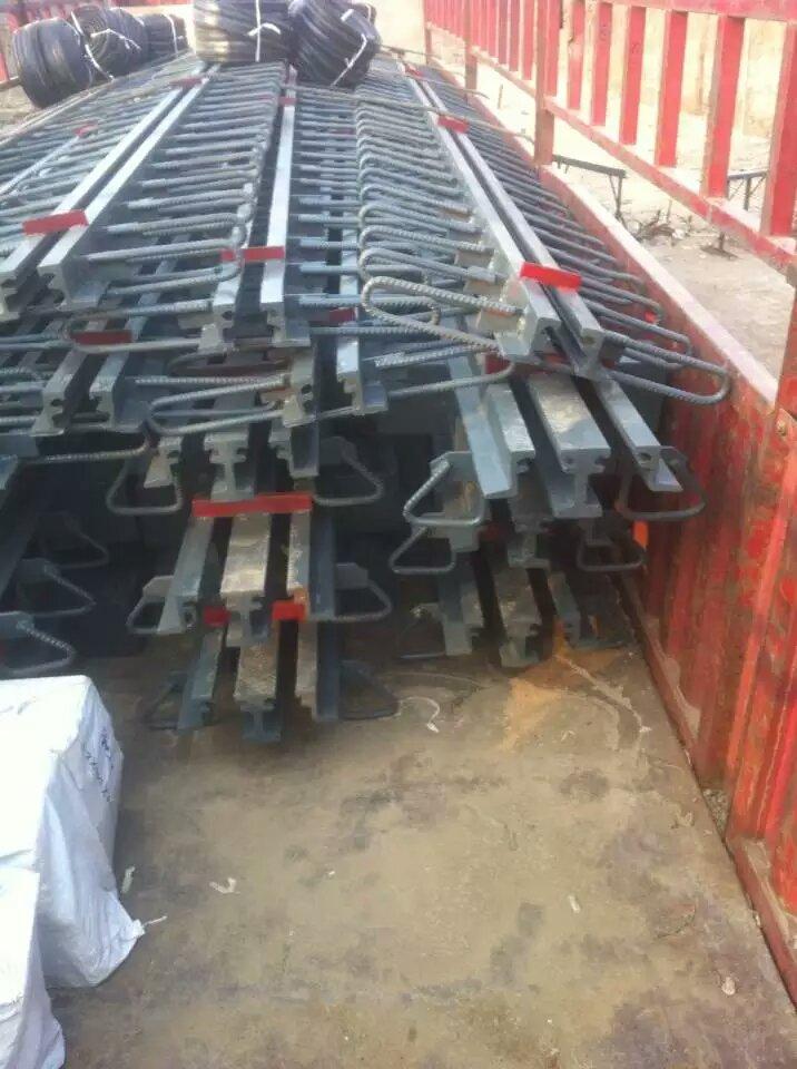 平面型桥梁伸缩缝gqf-e80型桥梁伸缩装置厂家