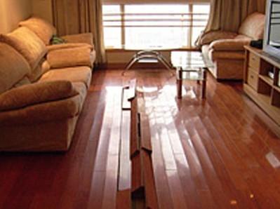 供应上海徐汇区家用木地板起拱裂缝维修快速预约上门