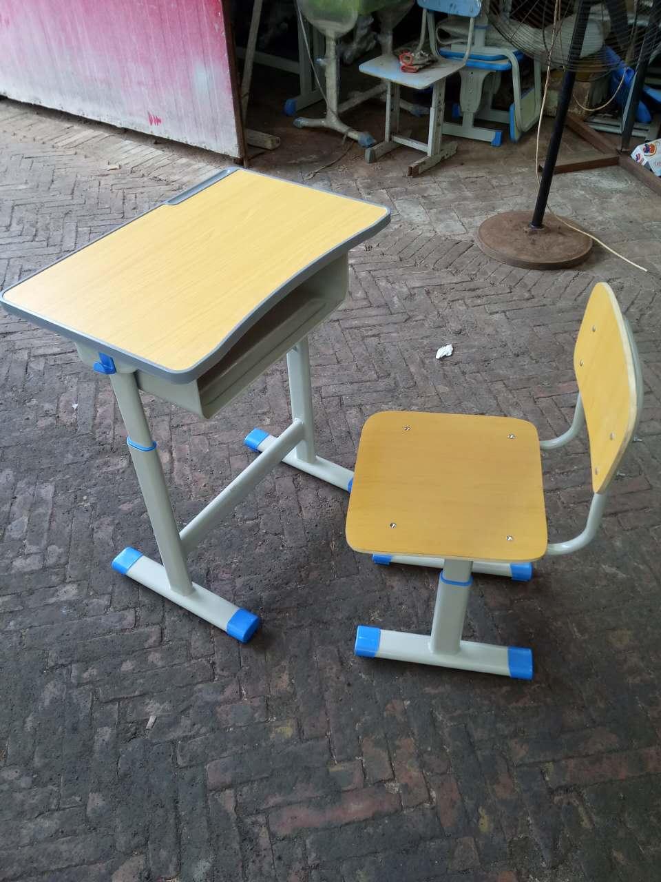 高档ABS塑料学生课桌椅厂家  大量现货 欢迎订购