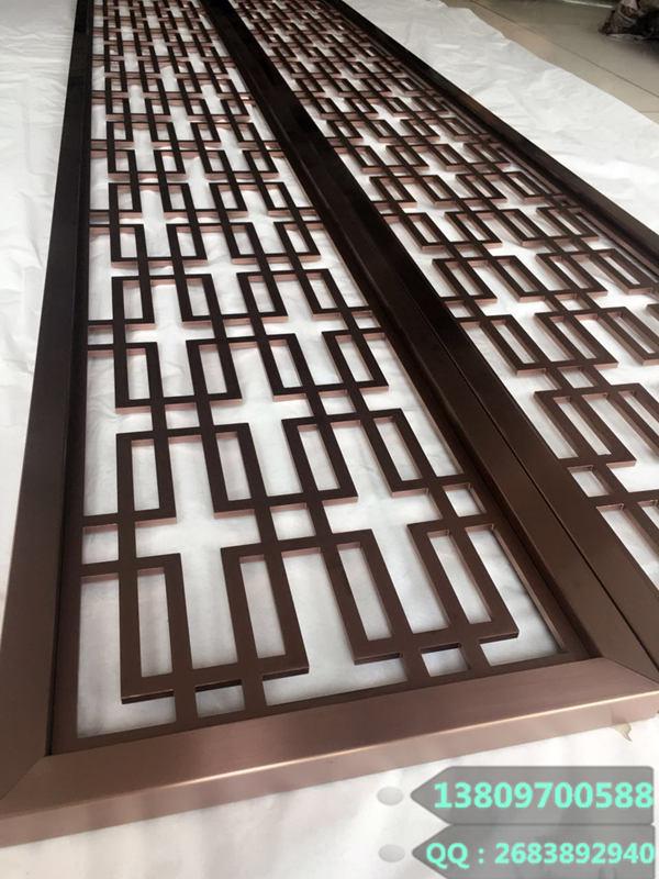 不锈钢激光镂空红古铜屏风安装现场