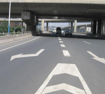 茂名公路划线厂家,湛江交通路标订做,公路画数字什么规格