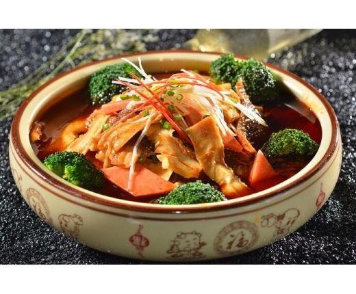 冒三鲜地道的川味冒菜口味更浓烈,大众食客品尝起来