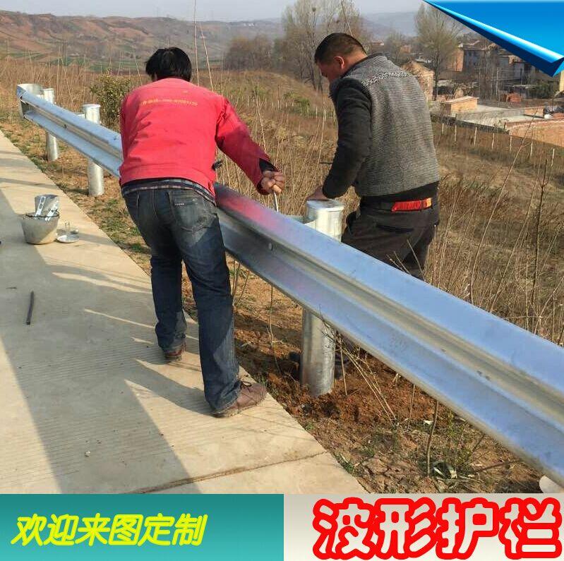 厂家直销  波形梁护栏 公路防撞栏 乡村道路护栏板