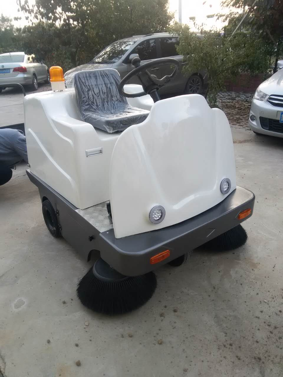山东小型车间用电动扫地车厂家 环卫物业专用扫地车