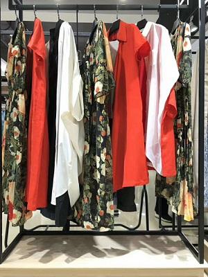 品牌女裝折扣店貨源-婭尼蒂斯巴麗景-專柜正品-哪里有