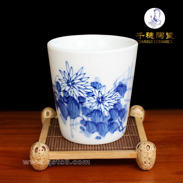 手绘青花瓷茶杯