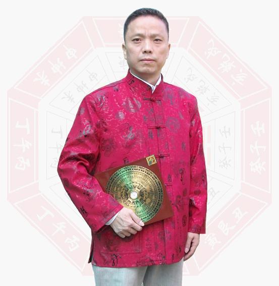 中国最著名的起名大师-覃柄淋